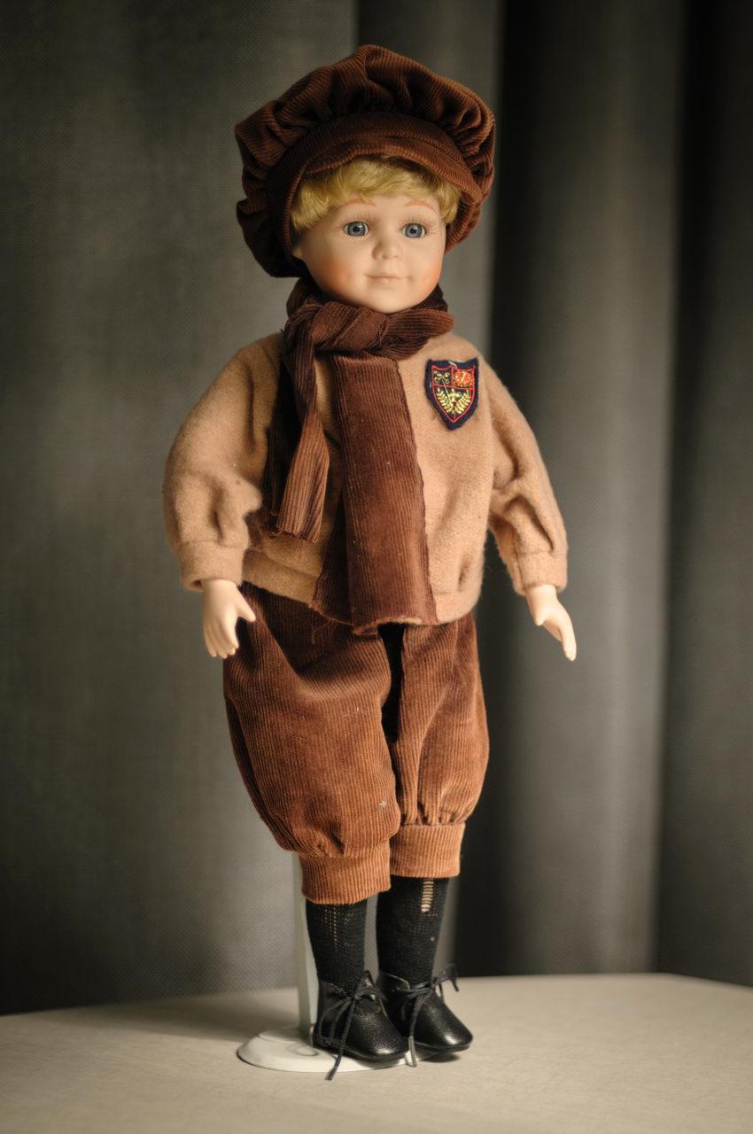красивая фарфоровая кукла мальчик