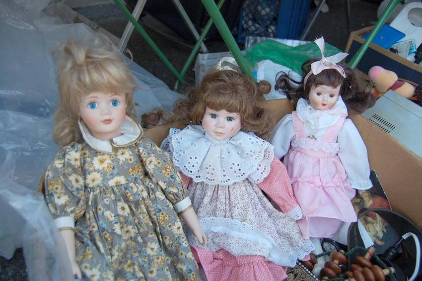 фарфоровые куклы на барахолке