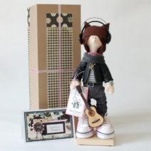 фото текстильной куклы большеножки