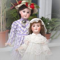 фотография двух антикварных французских кукол