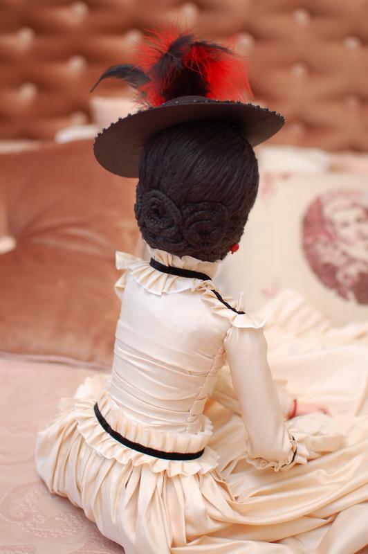 авторская будуарная кукла вид сзади