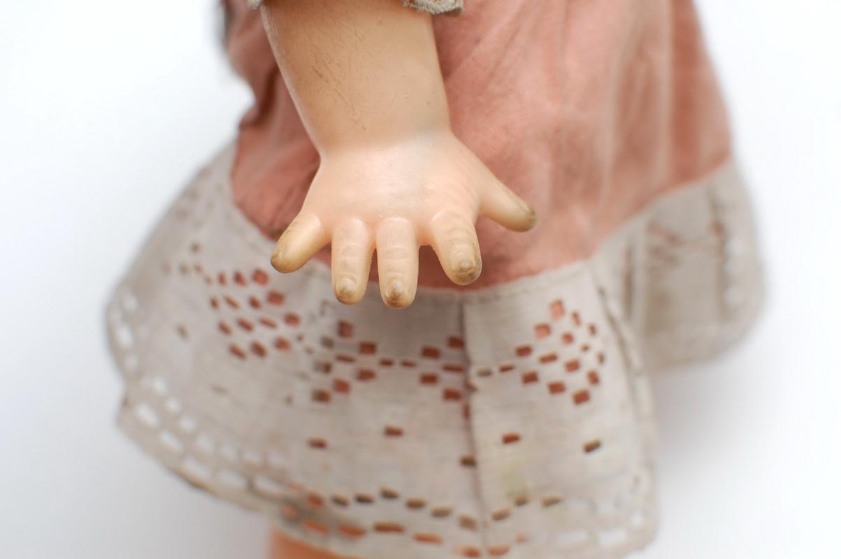 пальцы резиновой куклы
