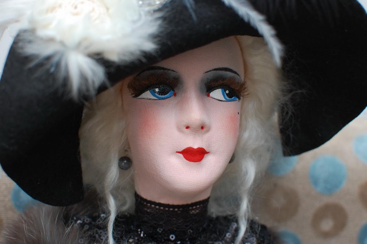 лицо будуарной куклы