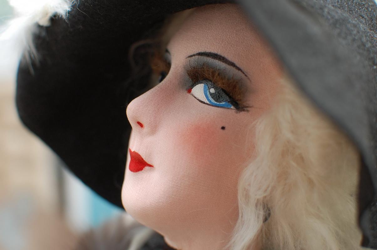 профиль французской куклы