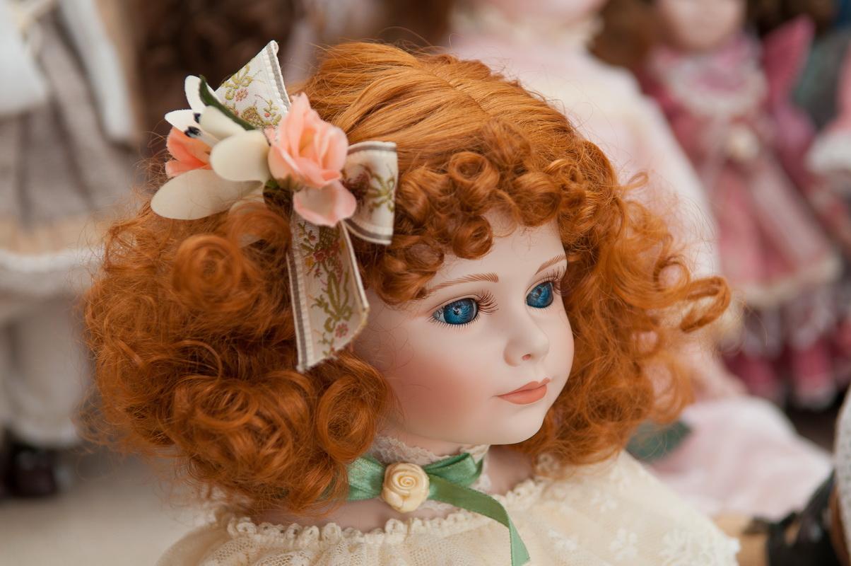 коллекционная фарфоровая кукла Thelma Resch