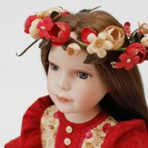 красивая фарфоровая кукла с новым образом
