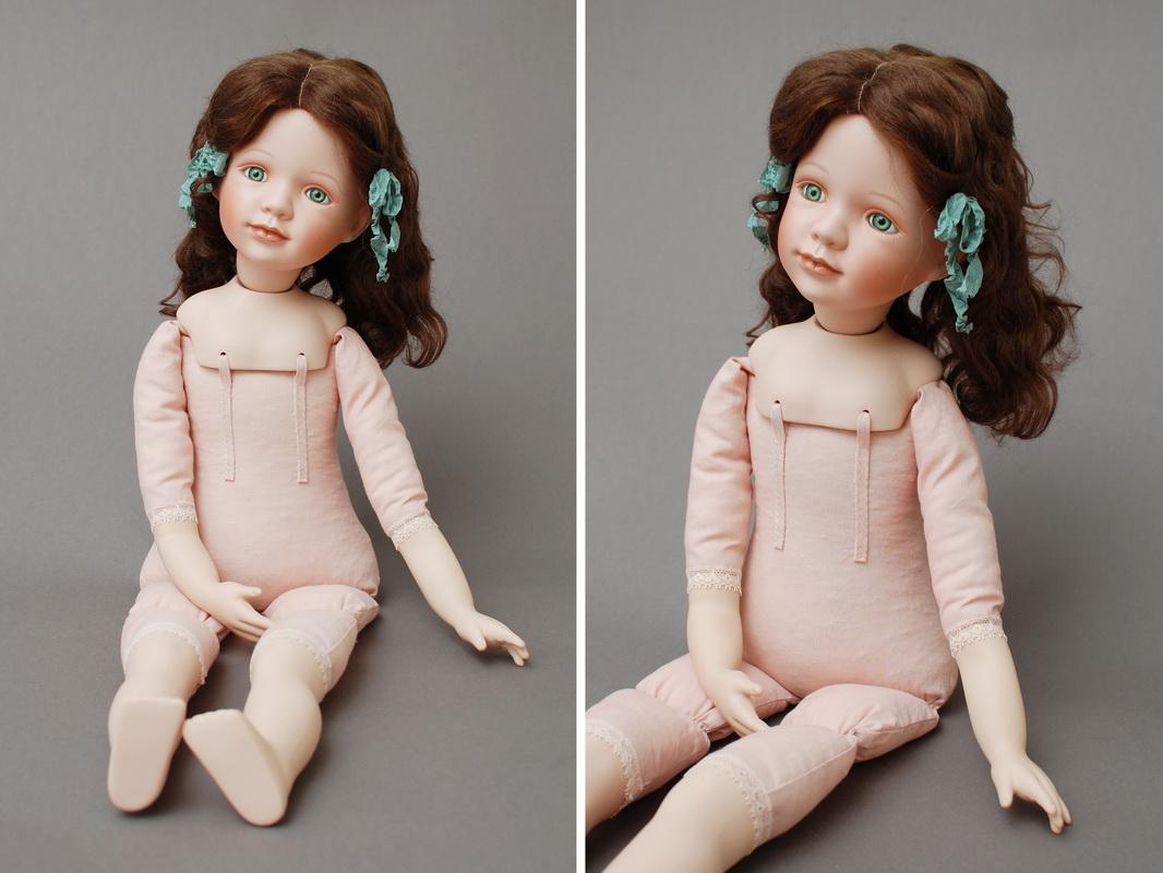 фарфоровая кукла может сидеть