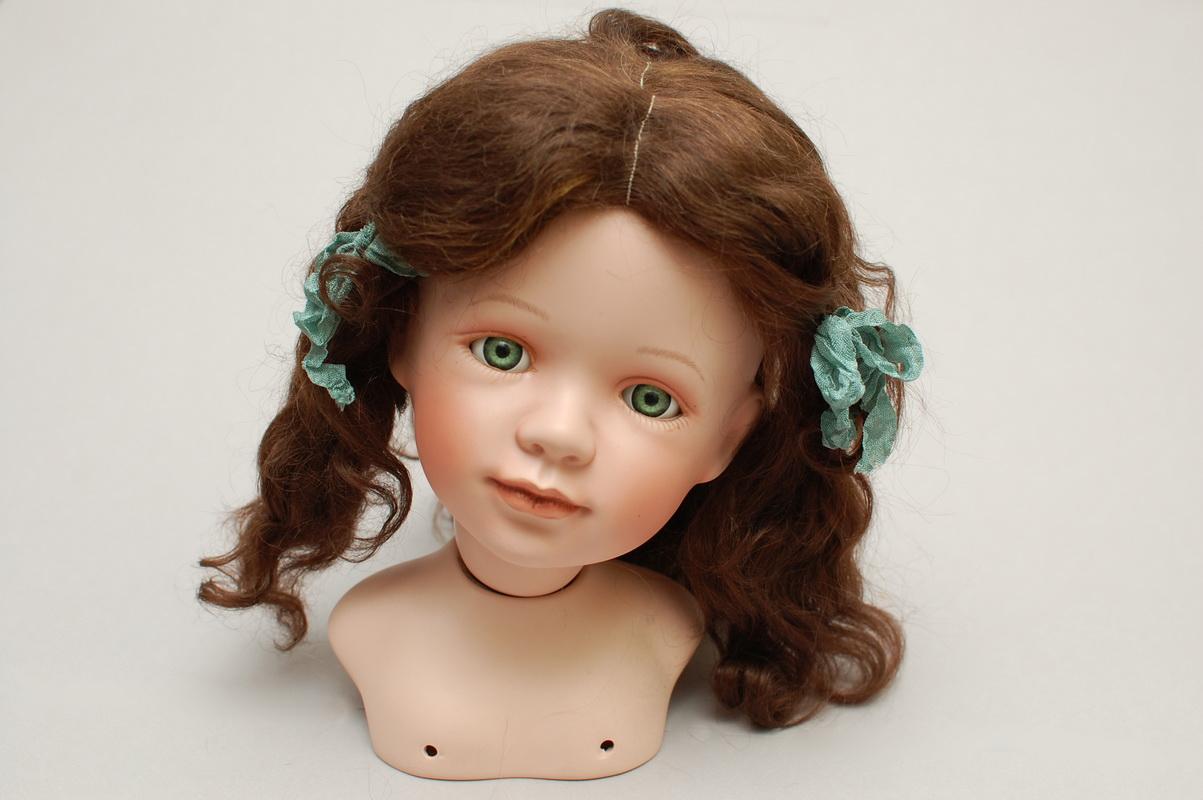 кукла брюнетка