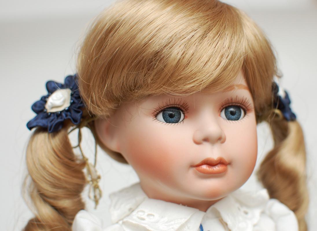 милая фарфоровая куколка