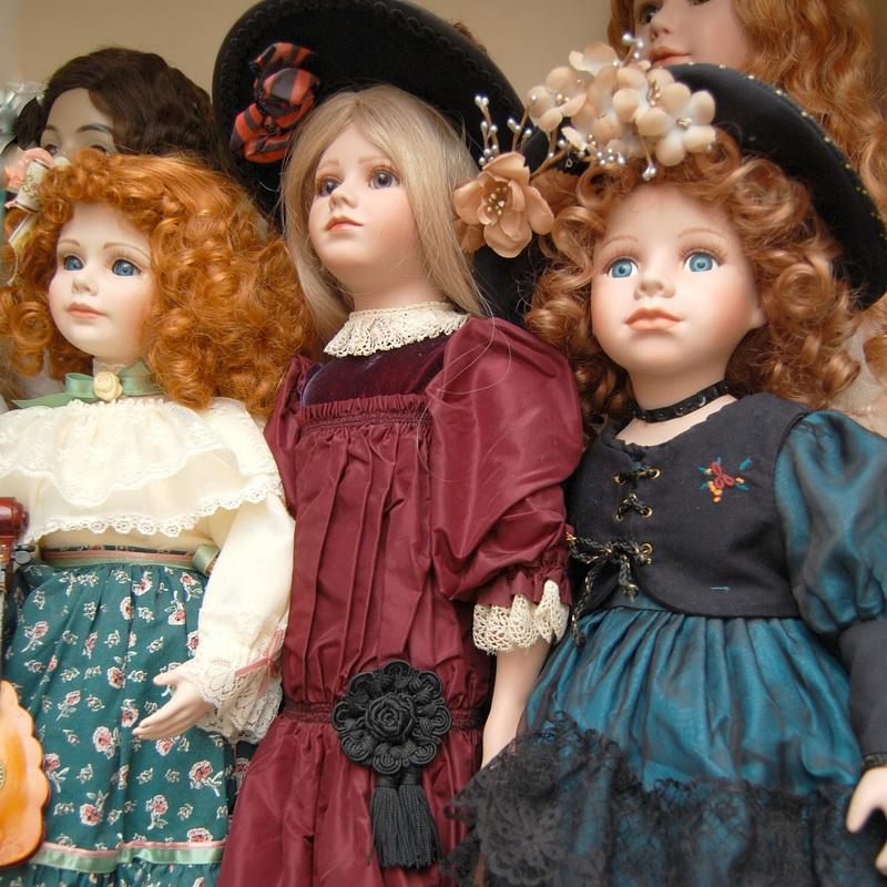 коллекция фарфоровых и антикварных кукол
