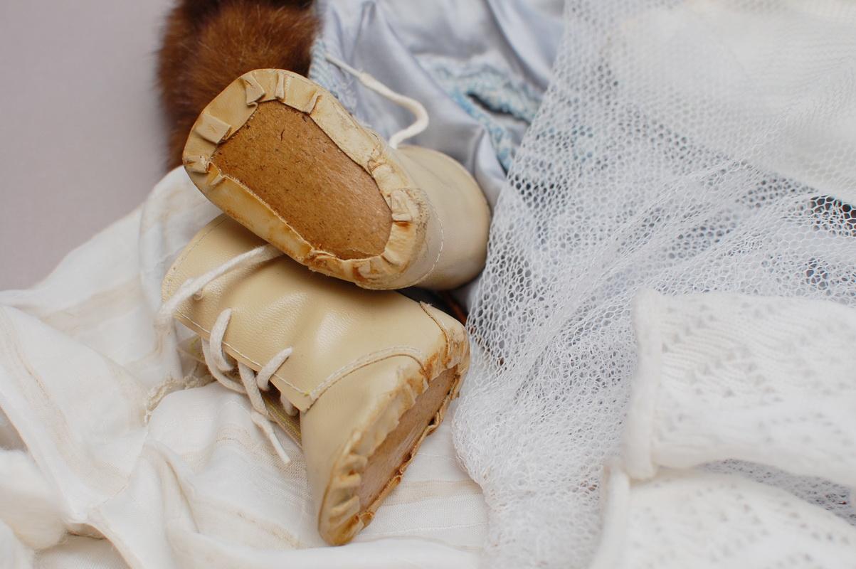 старая кукольная обувь