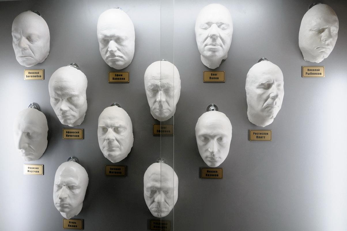 gipsovye-maski-akterov