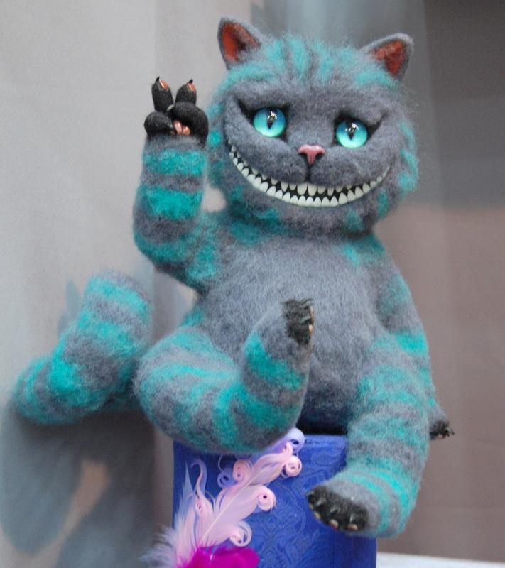 красивый чеширский кот валяние