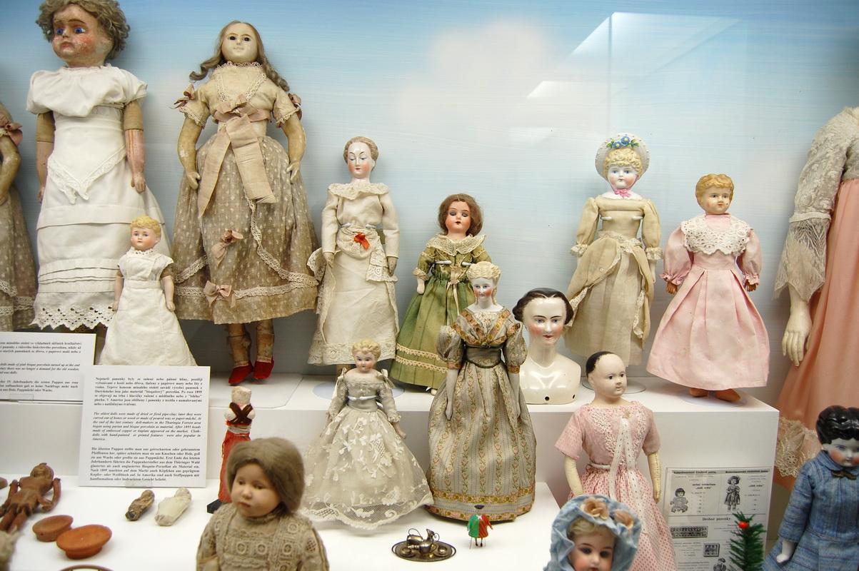 антикварные фарфоровые куклы из музея