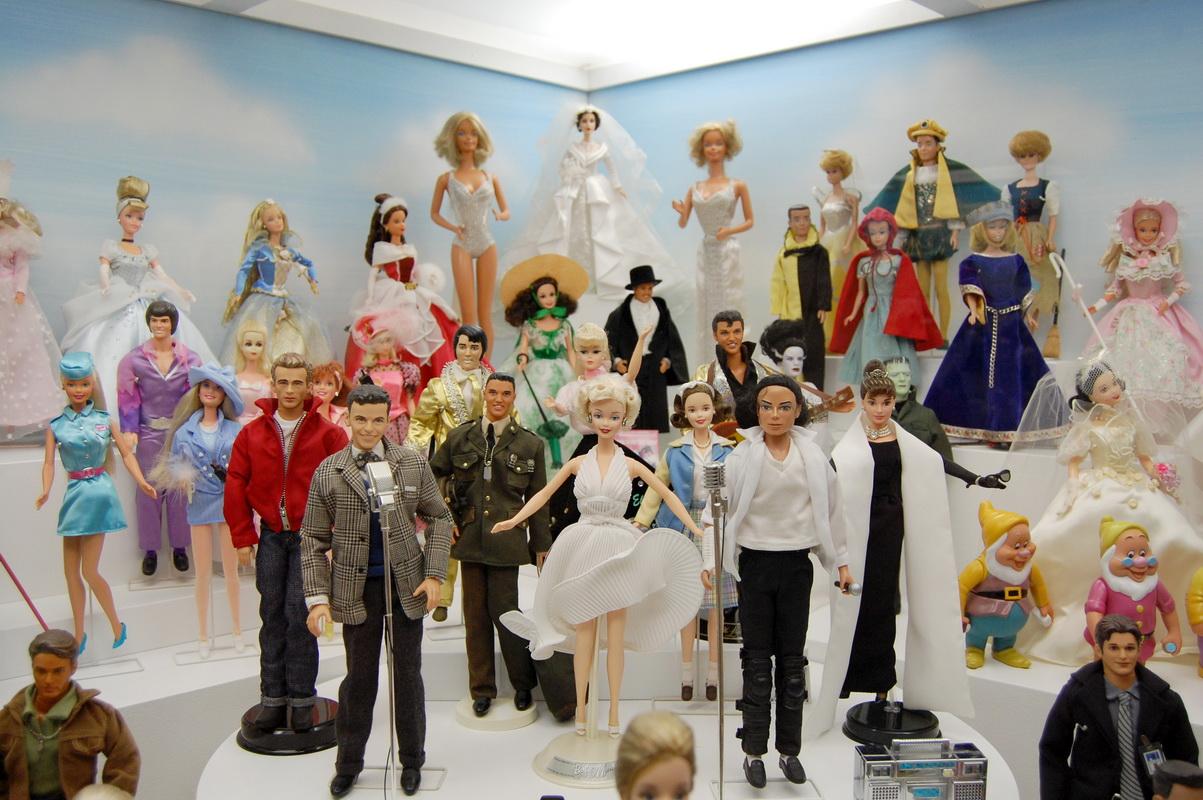 куклы барби в музее
