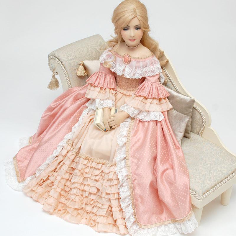 красивая интерьерная будуарная кукла