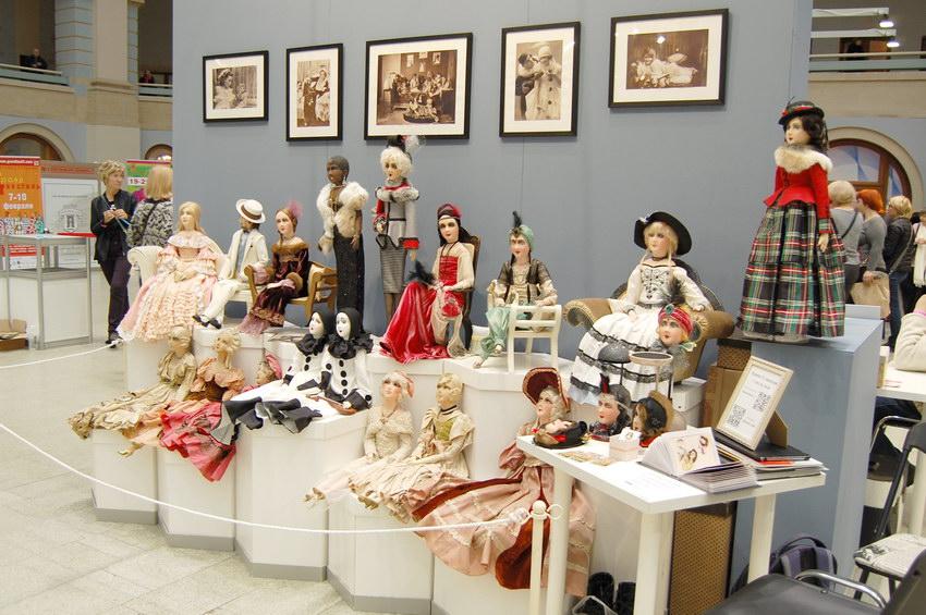 будуарные куклы на выставке кукол