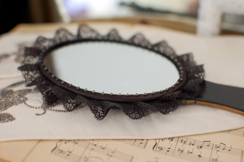 овальное зеркальце