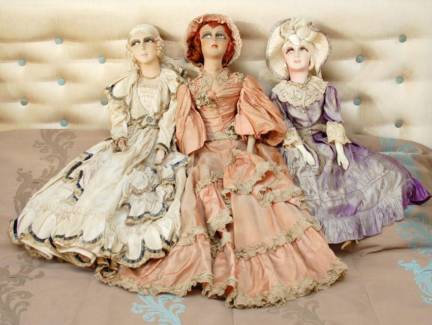 три красивые антикварные будуарные куклы