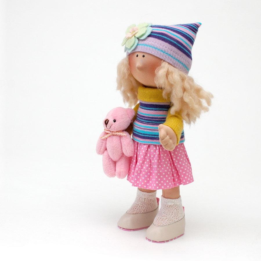 милая кукла в текстильной технике